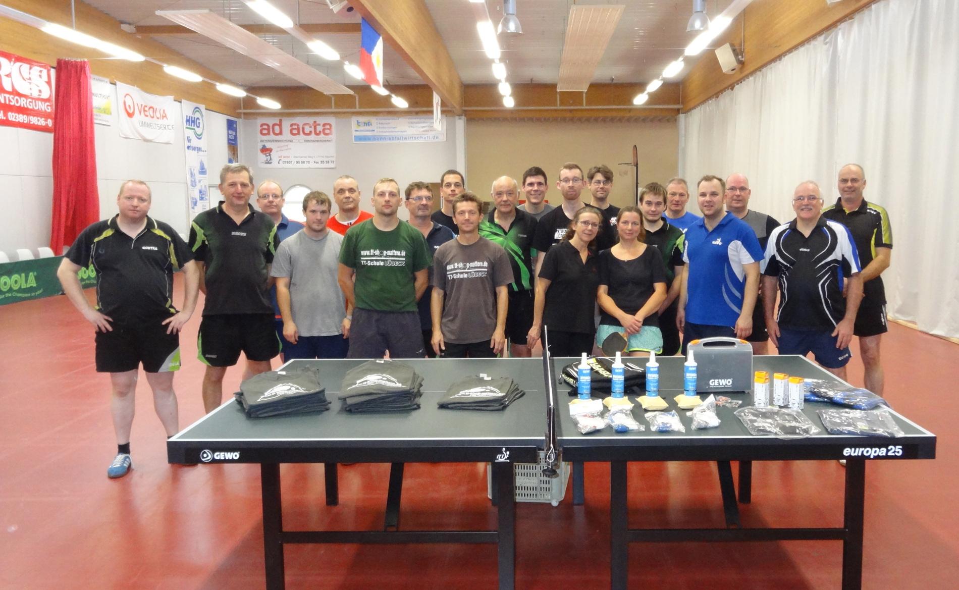 Bild von einem Lehrgang der Tischtennisschule mit allen Teilnehmern